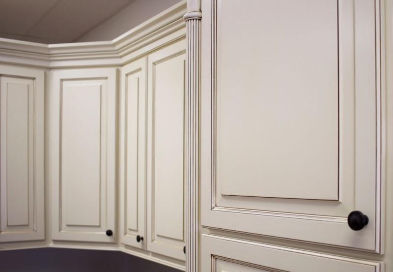 Showroom kitchen amish cabinet company for Kitchen cabinets 60004